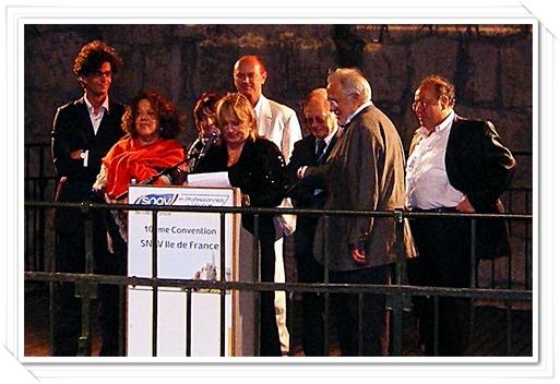 Michèle Laget Herbaut Présidente du SNAV Ile-de-France et ses administrateurs au pied de la Citadelle de David, dans les remparts de la vieille ville de Jérusalem.