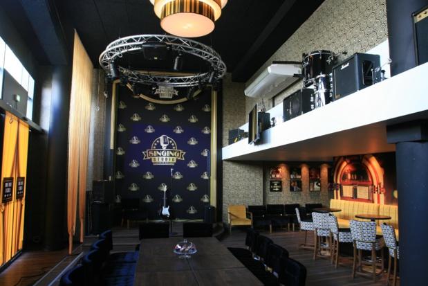 6 salles privatives de Karaoké pouvant accueillir de 4 à 25 personnes - Photo Singing Studio