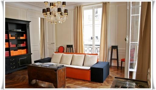 L'inauguration de la première boutique à Paris, la Résidence du 1, Place Boieldieu dans le 2ème Arrondissement (face à l'opéra comique),