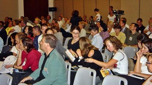 En dehors de l'organisation même des réunions, conférences, débats, trop souvent on néglige tout ce qui entoure un congrès...
