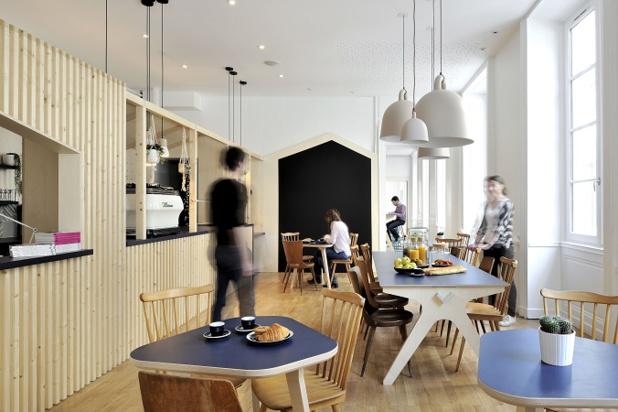 L'auberge Away Hostel & Coffeeshop propose 120 lits, un coffesshop et des espaces de travail et de réunions - Photo : Away Hostel & Coffeeshop
