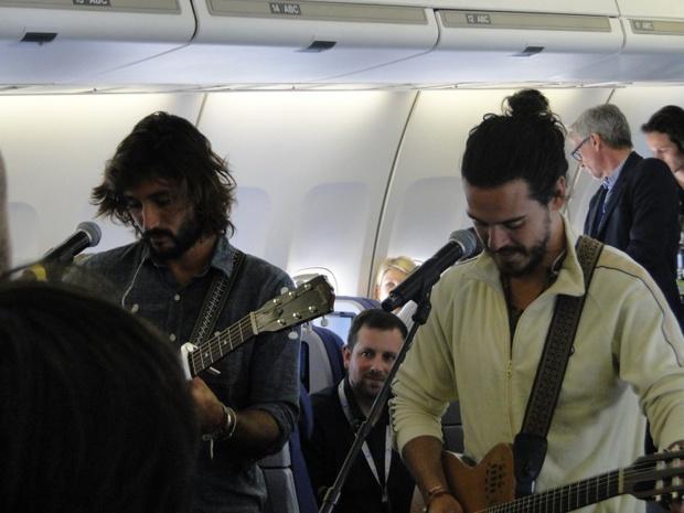 Un B747 tout frais recevait quelque 300 personnes pour un voyage au-dessus de la France, agrémenté d'un concert en live et en vol donné par les Fréro Delavaga… - Photo CH