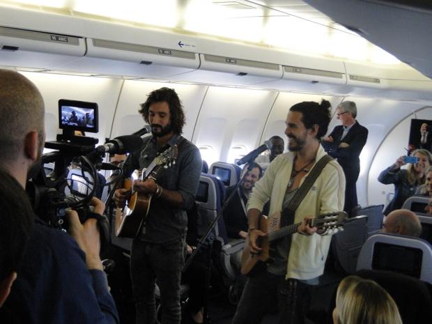 Corsair avait invité près de 300 personnes  à un concert privé des ''FreroDelavega'' à bord d'un 747, pour ses 35 ans - Photo CH