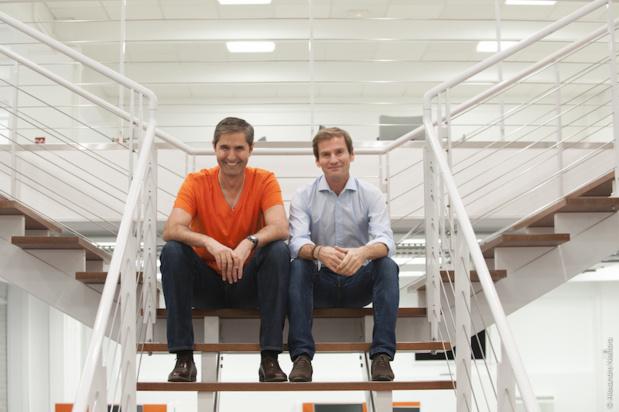 Carlos Da Silva et Nicolas Brumelot dans les locaux de leur nouveau comparateur de vols : MisterFly. - DR