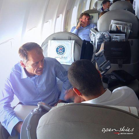 """Le """"Pitch in the Plane"""" d'Openskies organisé à bord d'un avion de la compagnie - Photo Openskies"""