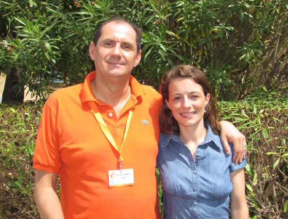Jean Pierre Lorente, Directeur général de Bleu Voyages et Juliette Feyeux, chargée des partenariats Handicap International ©jfb