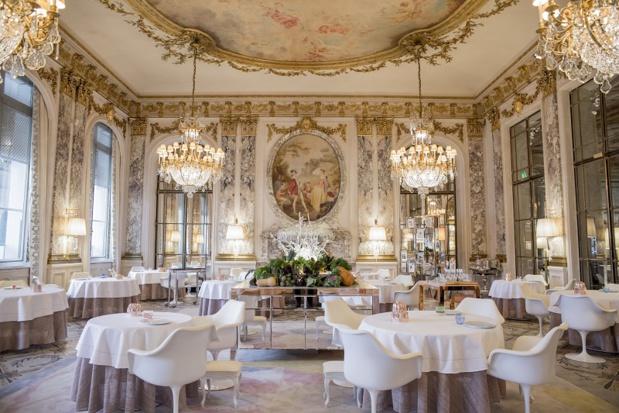 La plupart de ses établissements jouissent d'un cadre exceptionnel. Citons notamment Le Meurice, puisant son inspiration dans le Salon de la Paix du château de Versailles - Photo de P Monetta