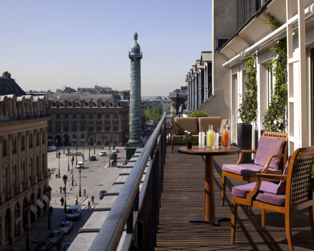 The cheapest facility observe on the studied period is the Paris Hyatt Vendôme. The rates of the Parisian Palaces depend on the period - Paris Hyatt Vendôme
