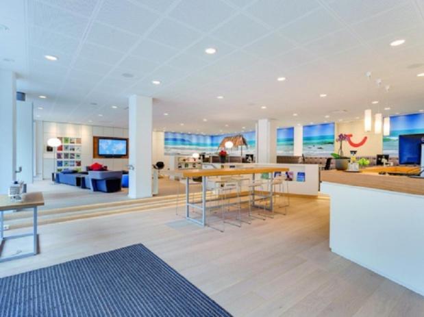 L'ouverture d'un TUI Store en regroupant d'anciennes agences Marmara, Nouvelles Frontières ou Aventuria ne provoque pas de licenciements mais a tout de même des conséquences sociales pour le groupe - Photo : TUI France