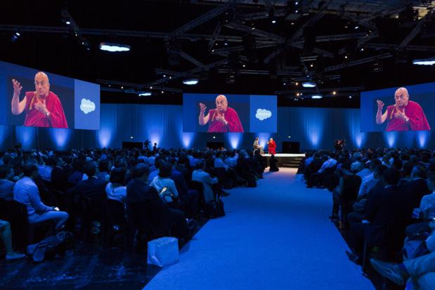 Matthieu Ricard a été applaudi, comme une guest star, par tout le public de la porte de Versailles (c) Salesforce