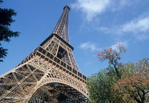 La Tour Eiffel est fermée après les incidents de la fan zone de dimanche 10 juillet 2016 - Photo : SETE-B.MICHAU