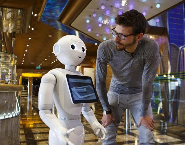 À bord du Costa Diadema, Pepper est en mesure de parler 3 langues (français, anglais et italien). Cinq robots de ce type sont à bord pour répondre aux questions de passagers - Photo Costa