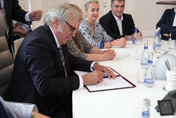 Richard Soubielle signe l'accord de coopération entre les professionnels du tourisme d' Azerbaïdjan et les professionnels du tourisme français (c ) RBT