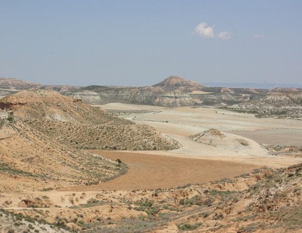 Les Bardenas Reales, 42 000 hectares de relief abrupt, veiné de canyons, de plateaux tabulaires, de pics érodés et de plaines presque incultes - DR : J.-F.R.