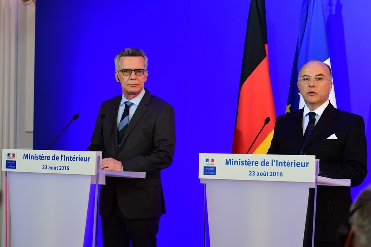 Thomas de Maizière, ministre de l'Intérieur de la République Fédérale d'Allemagne et Bernard Cazeneuve, ministre français de l'Intérieur - DR : Ministère de l'Intérieur