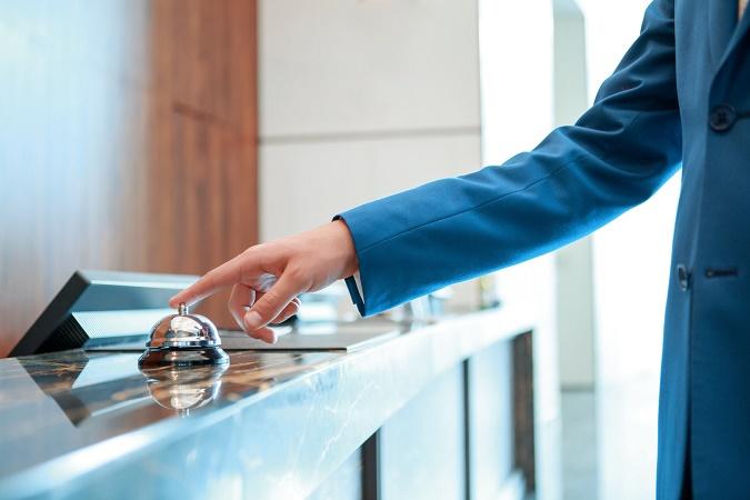 Les employés des hôtels ne sont pas concernés par les nouvelles règles sur le travail dominical fixées par la loi Macron - Photo : Viacheslav Iakobchuk-Fotolia.com