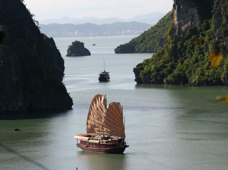 On a beau avoir vu cent fois les mêmes photos, la Baie d'Halong est une pure merveille - DR : JDL