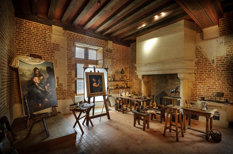 Le site rend hommage au génie universel, dans un décor recréé le plus fidèlement : atelier de peinture, bibliothèque, bureau, parties privées © Léonard de Serres