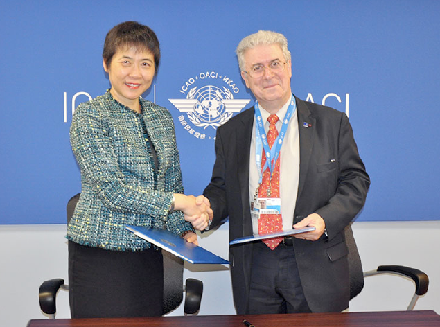 Mme Fang Liu (Secrétaire générale de l'OACI) et Patrick Gandil (Directeur général de l'Aviation civile Française) - DR