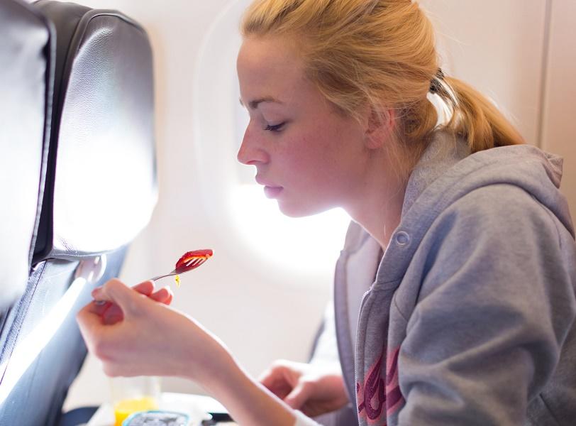 """""""British Airways, avec toute cette dissimulation qui caractérise souvent nos amis grands-bretons, vient d'annoncer que dorénavant, sur ses lignes court-courrier, il n'y aura plus de petite « collation » (généralement un canapé au concombre), assorti d'une tasse de thé gratuite !"""" - Photo : kasto-Fotolia.com"""