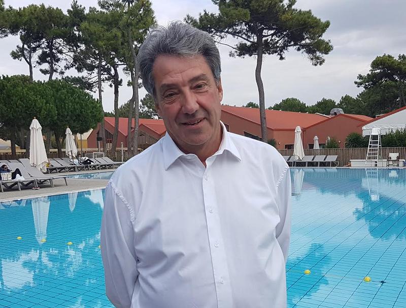 """Jean Dionnet au Club Med de la Palmyre lors de la convention annuelle du groupe. Univairmer maintient son objectif de 120 points de ventes en 2019. Le groupe souhaite également mettre un coup d'accélérateur sur le """"sur-mesure"""" - Photo C.E."""