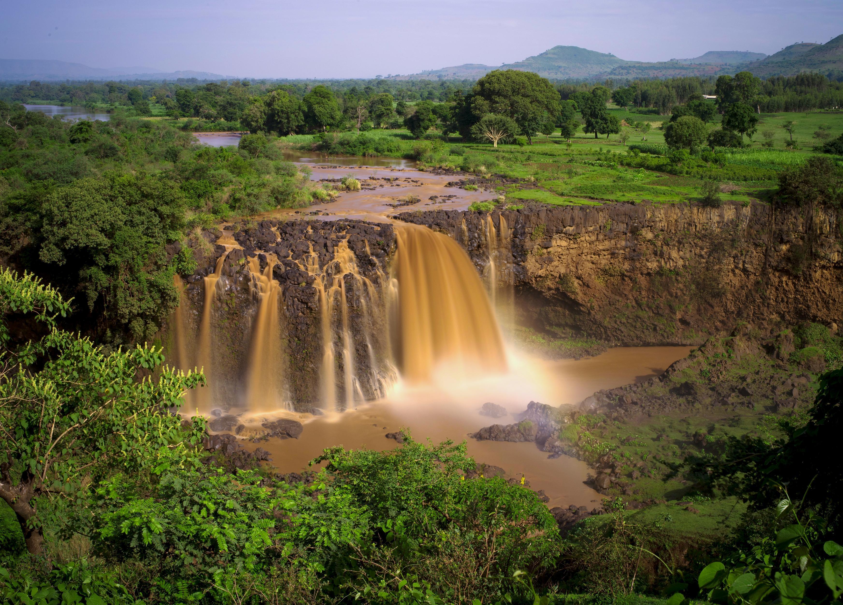 Les chutes du Nil Bleu qui prend naissance au lac Tana sur les hauts-plateaux d'Ethiopie. Il formera le Nil lors de sa confluence avec le Nil Blanc près de Khartoum au Soudan. Ce sont après celles de Victoria sur le Zambèze, les plus grandes chutes d'Afrique. Photo O.T.
