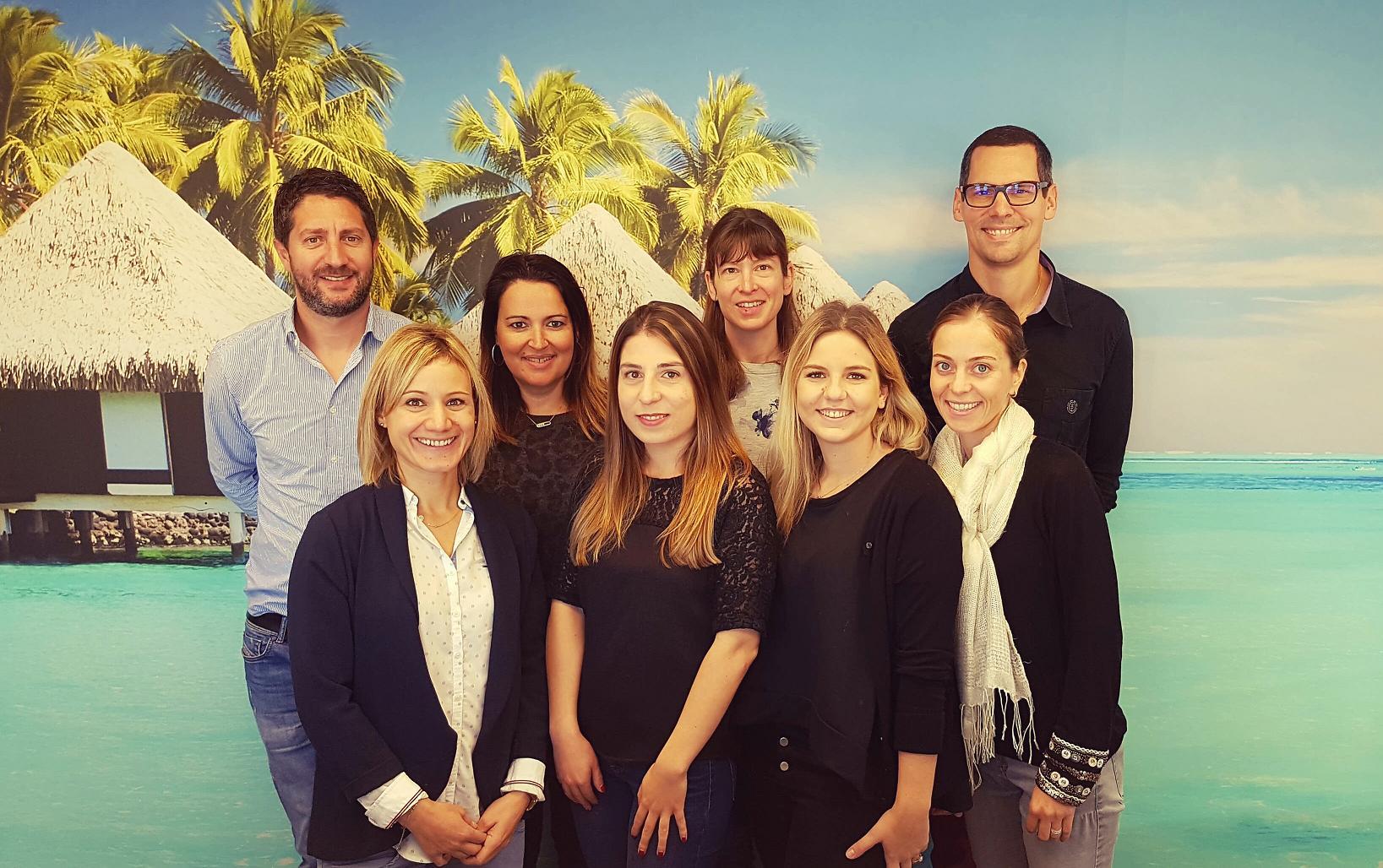 Didier Murino directeur de Vista Voyages & Sports (à gauche) avec son équipe.