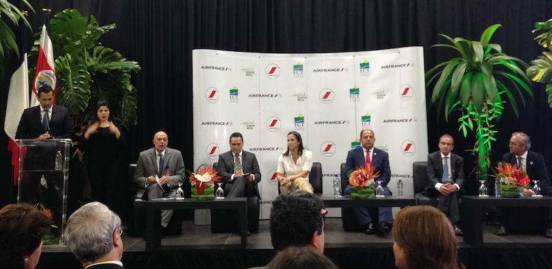Le président du Costa Rica a accueilli le vol inaugural d'Air France - DR