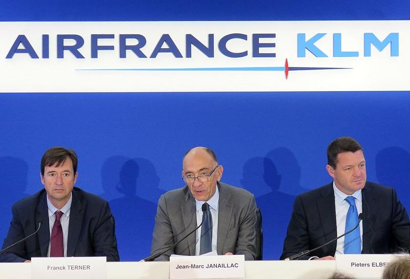 Jean-Marc Janaillac, le PDG du groupe Air France/KLM, entouré de ses deux lieutenants Frank Terner (17 heures dans la fonction de DG d'Air France) et Pieters Elbers pour KLM - DR : M.L.