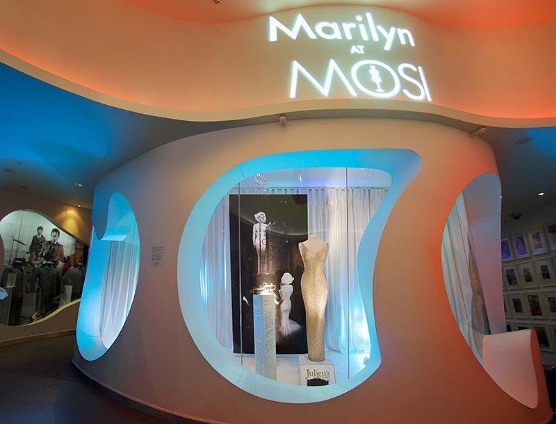 """La robe portée par Marilyn lorsqu'elle a chanté à JFK """"Happy birthday Mr président"""". Elle devrait atteindre un record aux enchères. - DR"""