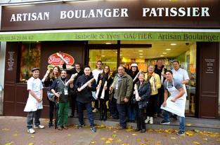 Photo OT ROissy. La délégation invitée à la 4e edition du FMH visite la Boulangerie Gauthier lors d'une journée découverte du Village