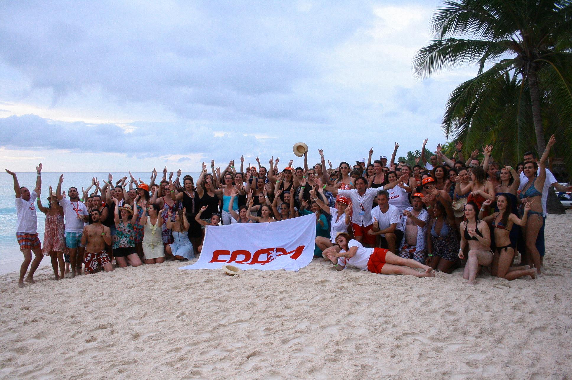 Sur la plage de Saona, les 130 agents invités du méga éductour Framissima Punta Cana – DR : HL