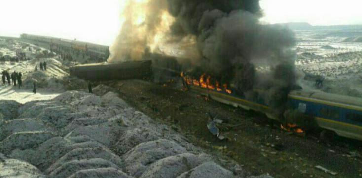Certains wagons ont pris feu après la collision - Photo : Twitter CCTVNEWS