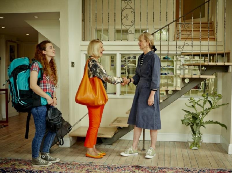 Accusée de concurrence déloyale aux hôtels, de réduire l'offre locative, et ainsi de faire monter le prix des loyers, la plate-forme tente toutefois de trouver des compromis (c) Airbnb Blog