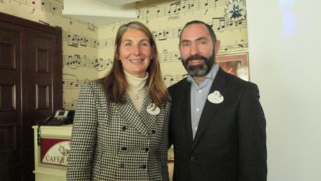 Fabienne Kergoat Deneuville, directrice des ventes France et Javier Moreno, directeur marketing et ventes chez Disneyland Paris - DR : M.S.