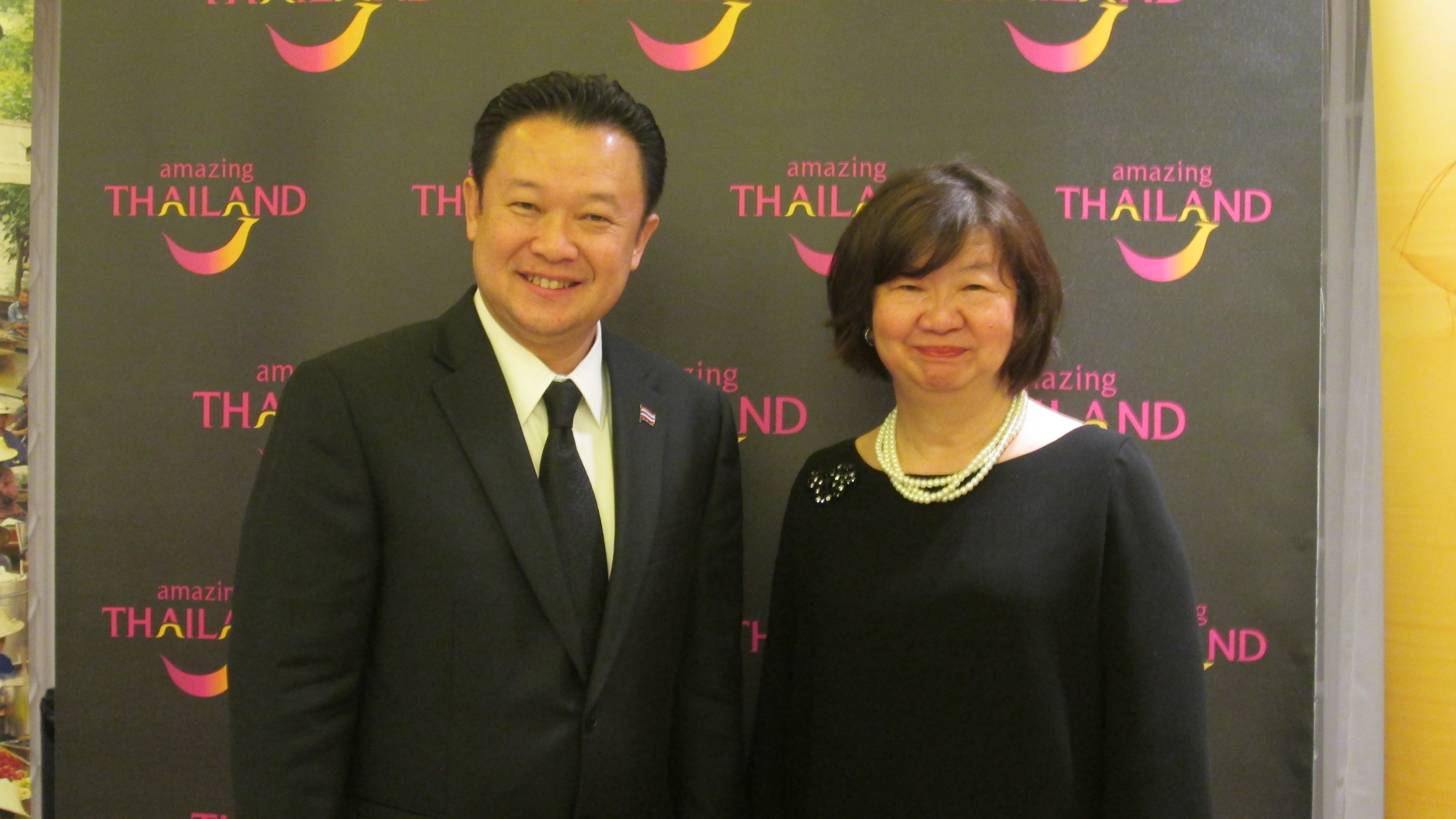 """Monsieur Yuthasak Supasorn """"Governor Tourism Authority of Thailand"""" et Madame  Areerat Chunprapanusorn directrice de l'Office du Tourisme implanté en France. Photo MS."""