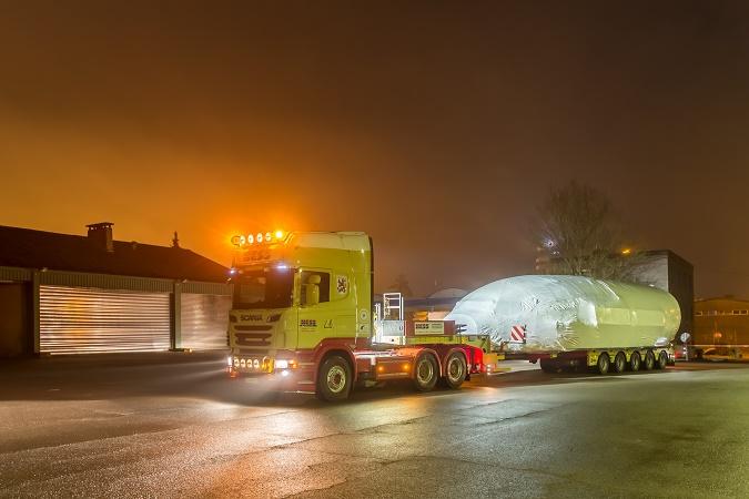 La nuit dernière, l'arrivée du nouveau simulateur, dédié à la formation des équipages, récemment acquis par Luxair Luxembourg Airlines, a requis une impressionnante organisation logistique - Photo : Luxair