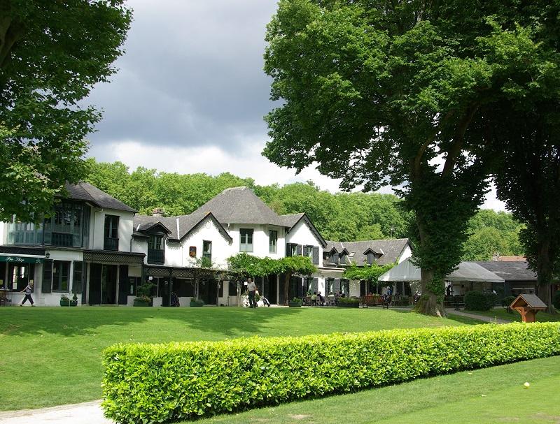 En 1856, sous l'influence anglaise, naît le Pau Golf Club. Ici, son Club House - DR : J.-F.R.