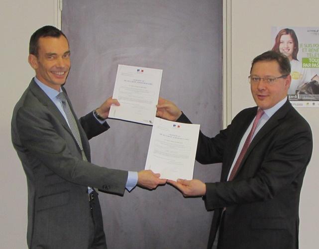 Les certificats ont été remis au directeur des deux aéroports le 4 janvier 2017 - Photo DR