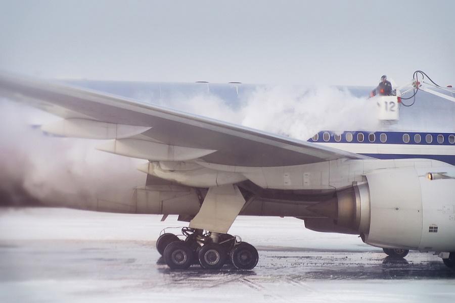Les aéroports londoniens doivent annuler des vols en raison du froid et de la neige qui touchent le Royaume-Uni - Photo : bartsadowski-Fotolia.com