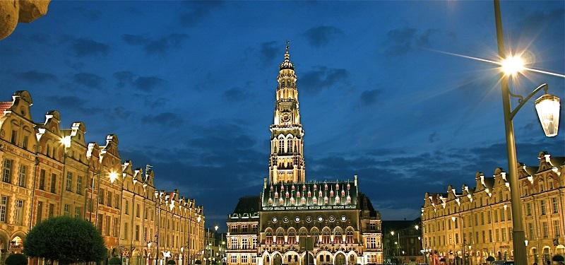 037 Arras de nuit - hotel de ville  Cituation et Ensemble - OT Arras