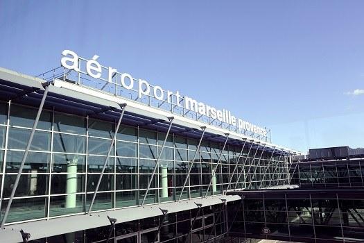 Des salariés d'Air France protestent contre la réorganisation de leur travail à l'aéroport Marseille Provence - Photo : AMP