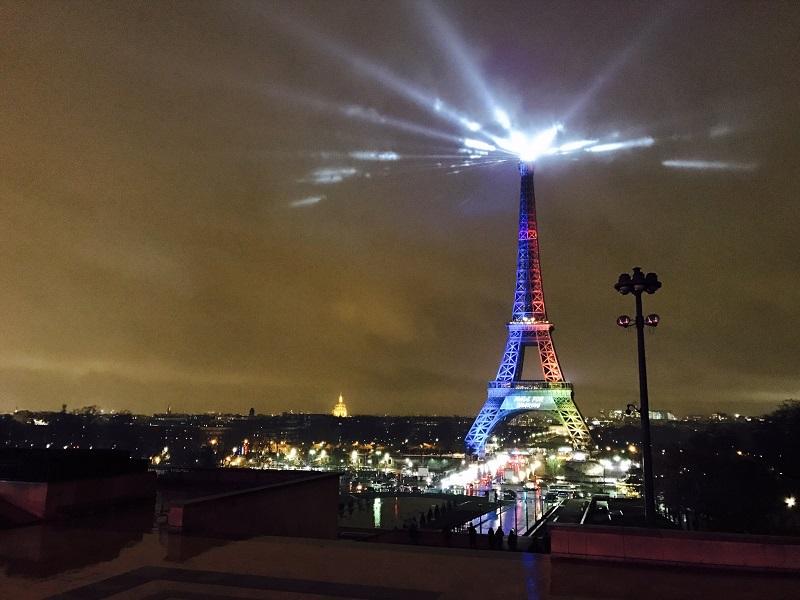 Détail qui fait hurler pas mal d'improbables issus du Front National, le slogan imaginé par le comité olympique français, « Made for Sharing ». N'oublions pas que pour promouvoir la ville à l'international, faut causer en anglais - DR : Compte Twitter Paris 2024