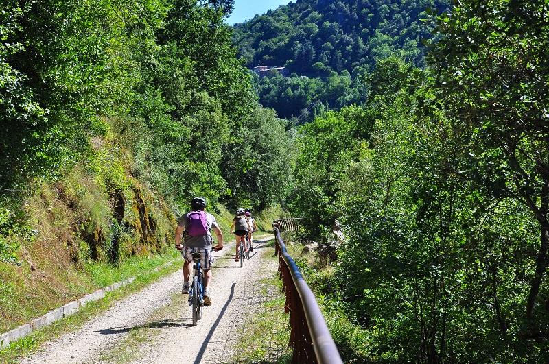 Avec la ViaRhona et près de 400 km d'itinéraires aménagés dans toute l'Ardèche, le département est devenu une véritable destination vélo pour les passionnés et les amateurs - DR : A. Renaud Goud, ADT07, Dolce via