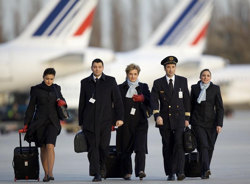 """Si la nouvelle compagnie devrait être opérée par des pilotes Air France, les hôtesses et stewards doivent eux """"provenir d'une filière de recrutement spécifique aux conditions du marché"""". Il s'agit là du principal point de mécontentement, les PNC s'estimant défavorisés - DR : Air France, Laurent Masson"""