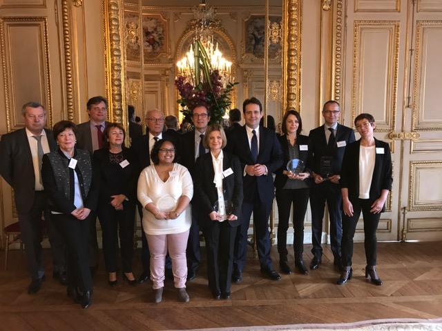 Matthias Fekl entouré par Christian Manteï et les lauréats du Mooc. Photo DG