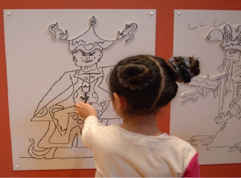 Faisant écho à l'exposition « Marseille au XVIIIe siècle » au Musée des Beaux-Arts, le Préau des Accoules invite les enfants à la découverte du XVIIIe siècle © François Moura