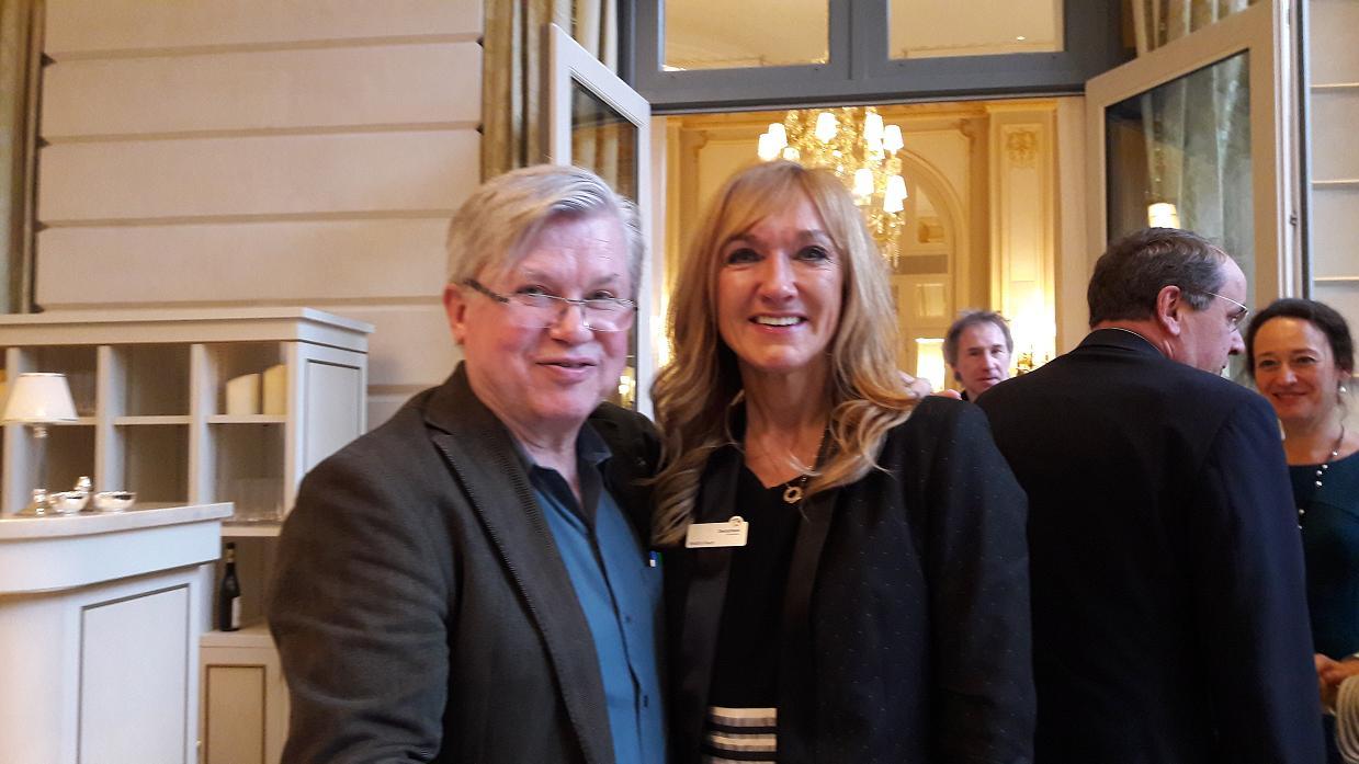 Beatrix Haun, directrice de l'ONAT en France lors de la conférence de presse organisée à l'hôtel Ritz. Ici, avec Philippe Gloaguen (Guide du Routard) - Photo : M.S.