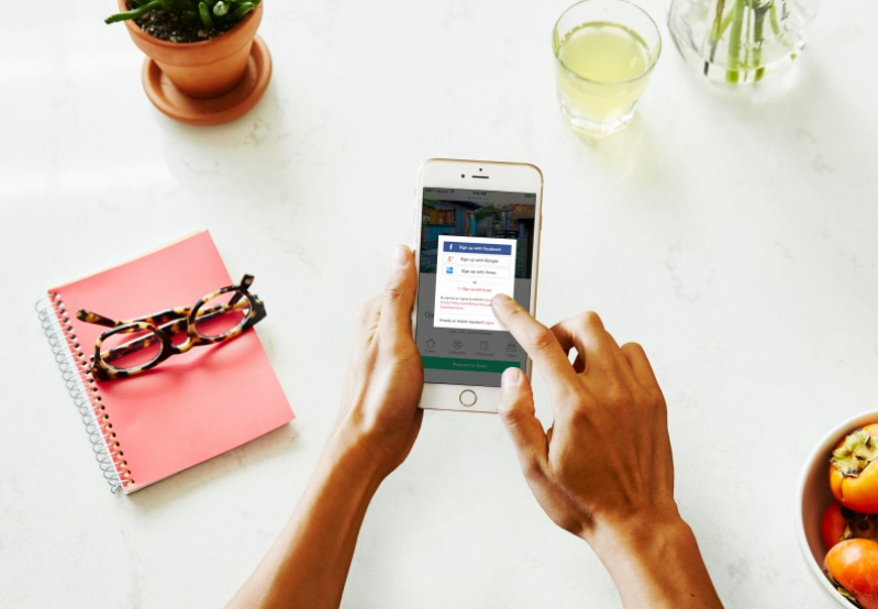 Airbnb estime que Tilt s'intégrera idéalement dans l'application Trips, qui vise à accompagner le séjour des hôtes au-delà de l'aspect hébergement. (c) Airbnb Inc