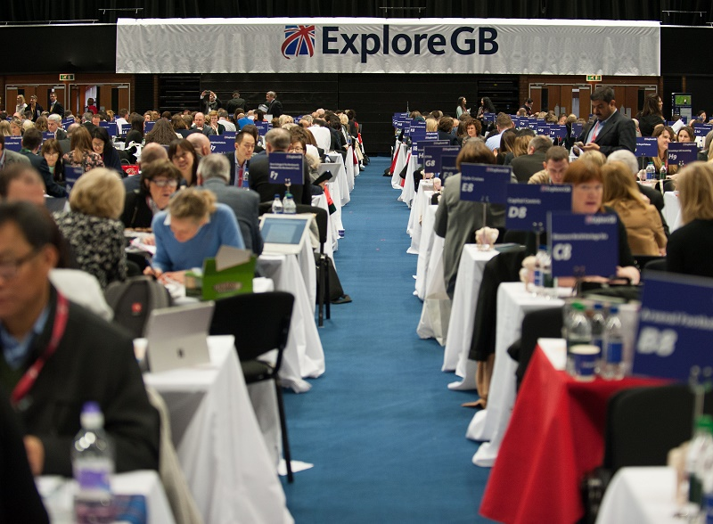Au Salon ExploreGB Derriere Les Echanges De Cartes Visite Et Negociations Commerciales